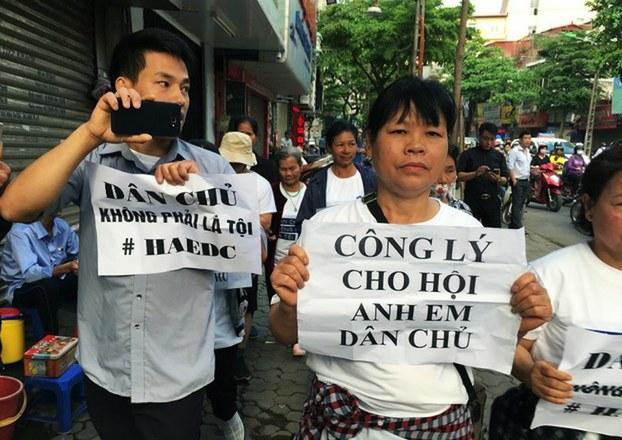 Ba dân biểu Hoa Kỳ kêu gọi Tổng thống Trump thúc đẩy hồ sơ nhân quyền Việt Nam