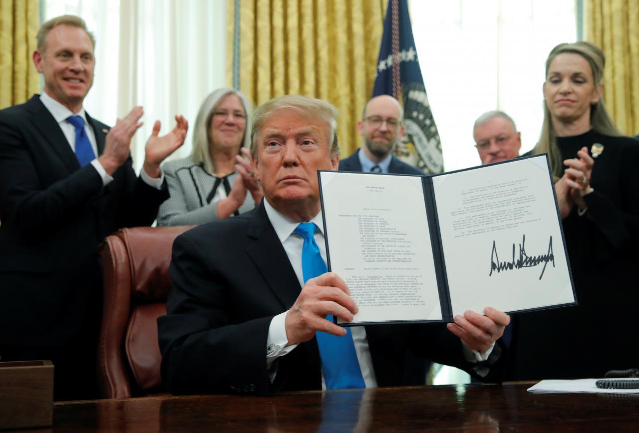 Tổng thống Donald Trump ký chỉ thị hướng đến việc thành lập Lực lượng Không gian Hoa Kỳ