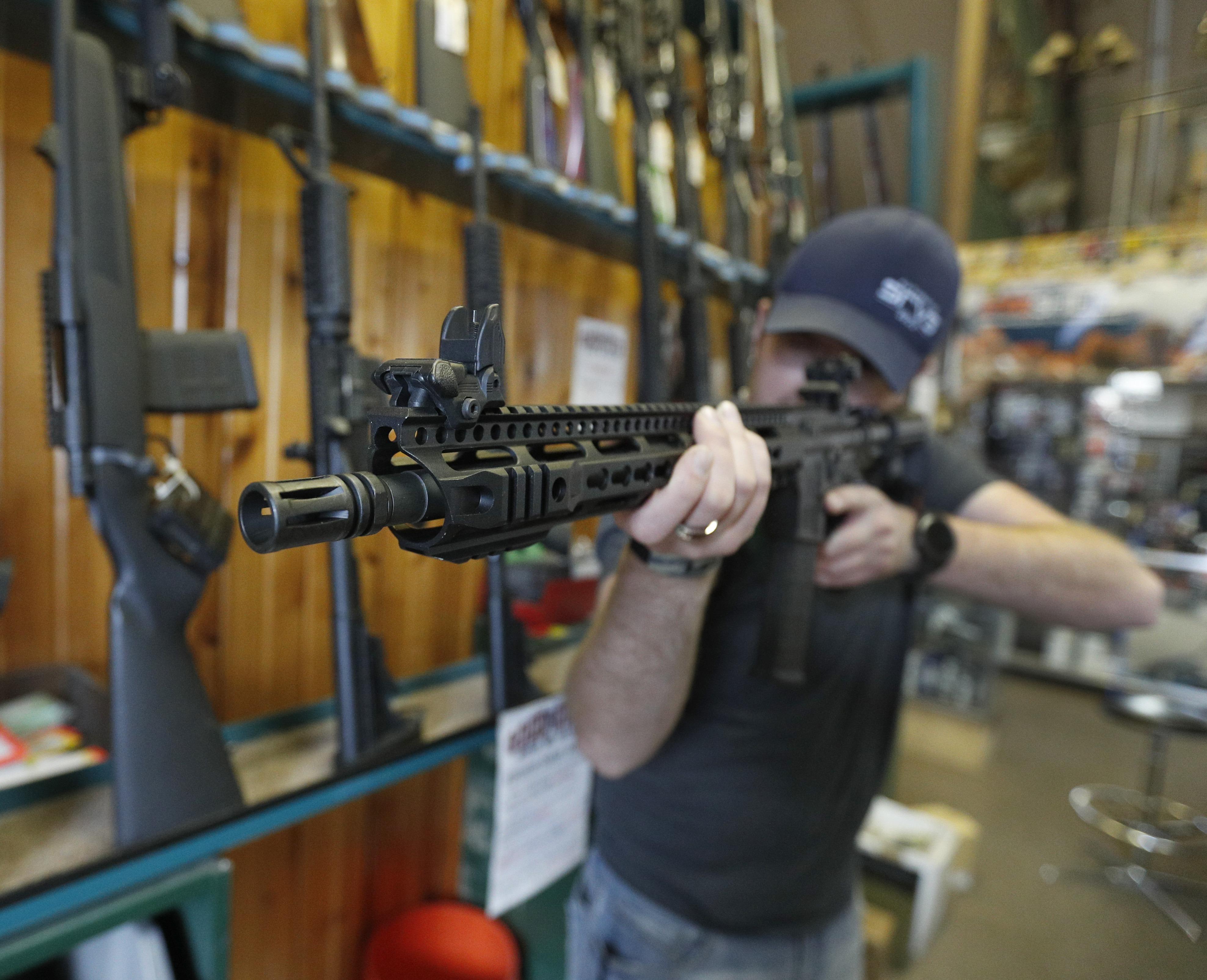 Hạ viện Hoa Kỳ phê duyệt dự luật kiểm soát súng