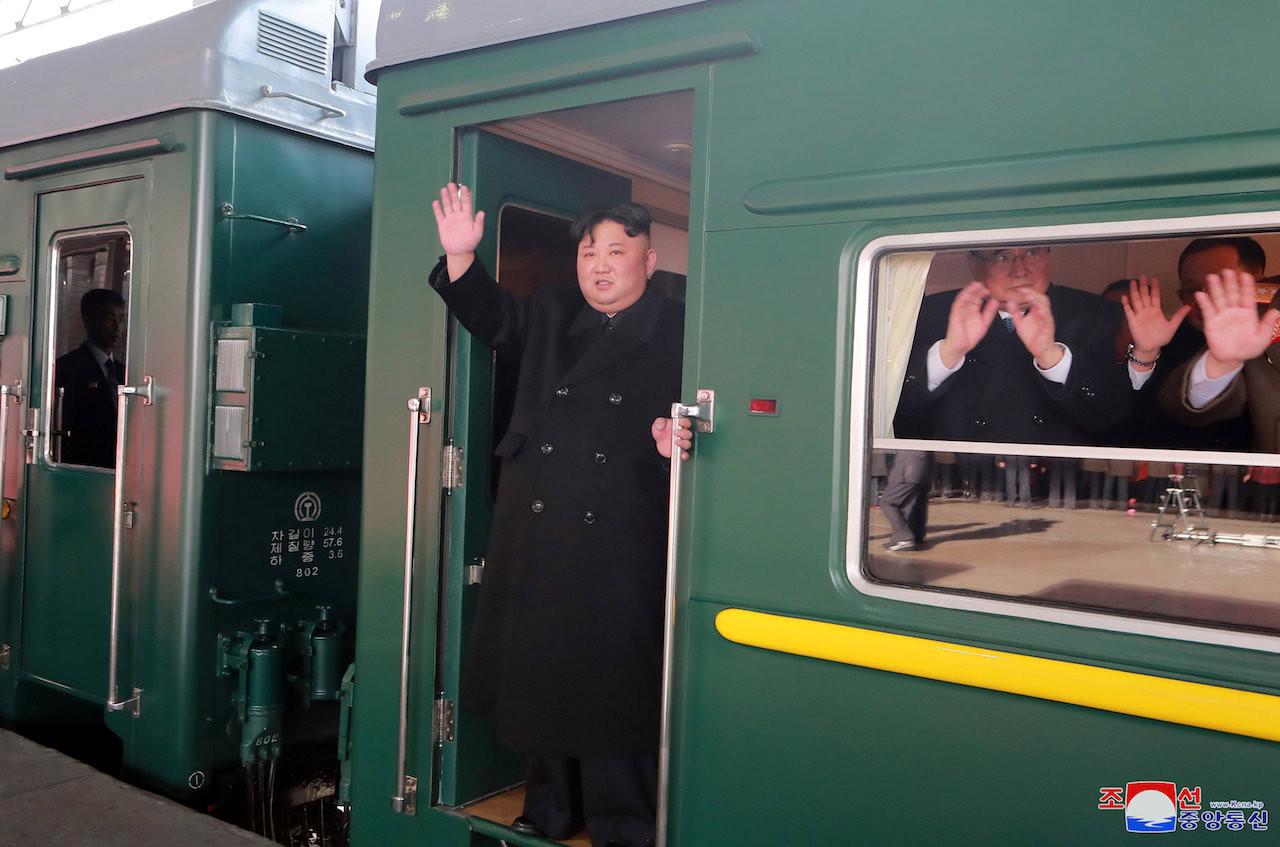 Chủ tịch Bắc Hàn Kim Jong Un khởi hành đến Việt Nam bằng xe lửa