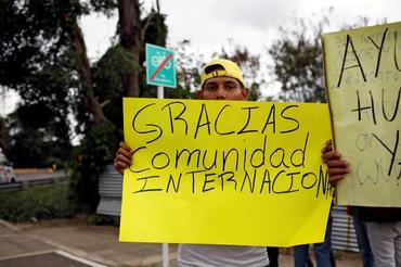 Phe đối lập của Venezuela chuyển giao chuyến hàng viện trợ nhân đạo đầu tiên