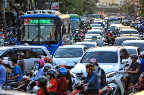 Không giải quyết được nạn kẹt xe, chính quyền CS cấm xe vào trung tâm Sài Gòn