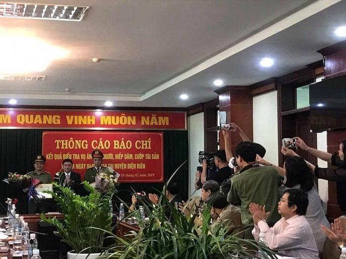 Người dân phát hiện thi thể nạn nhân, 70 công an CS Điện Biên ăn mừng nhận thưởng