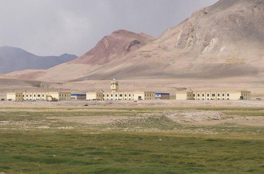 Binh sĩ Trung Cộng đóng quân ngay sát biên giới Afghanistan