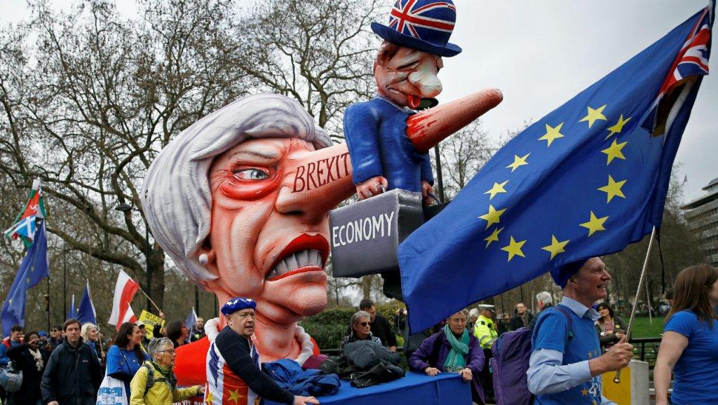 Hàng trăm ngàn người diễn hành ở London yêu cầu trưng cầu dân ý về Brexit