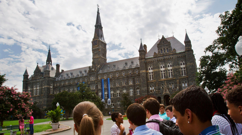 Các trường đại học bị chính phủ chú ý sau vụ tai tiếng gian lận