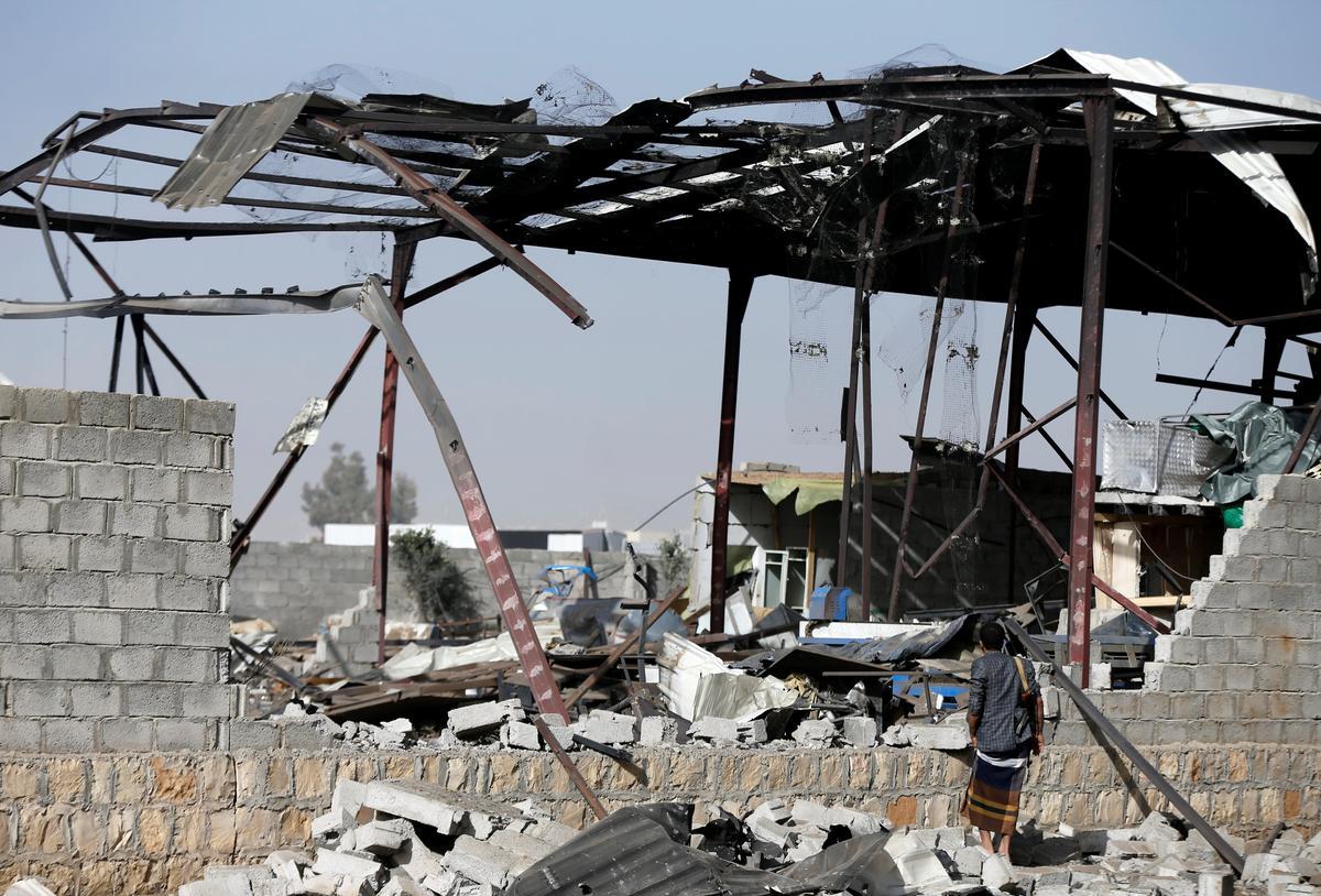Liên minh Saudi tấn công trại của Houthis ở Sanaa, Yemen