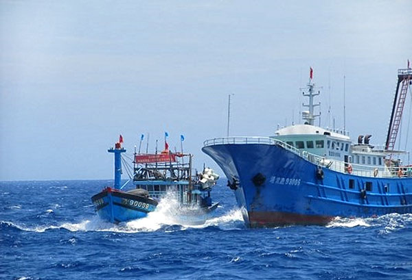 Tàu đánh cá của ngư dân Quảng Ngãi bị tàu Trung Cộng đâm chìm ở Hoàng Sa