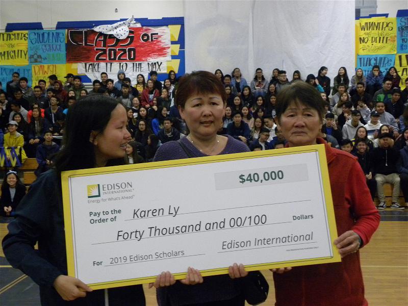 Nữ sinh gốc Việt tại Little Saigon nhận được $40,000 Mỹ kim học bổng từ Công ty Điện lực Edison