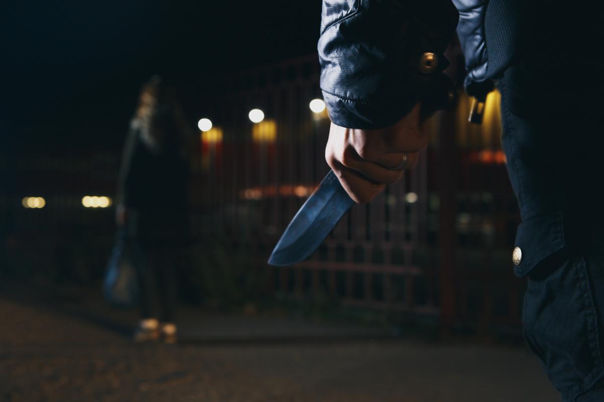 Một người Việt Nam vô gia cư ở Hong Kong đột nhập tư gia dùng dao uy hiếp chủ nhà để cướp