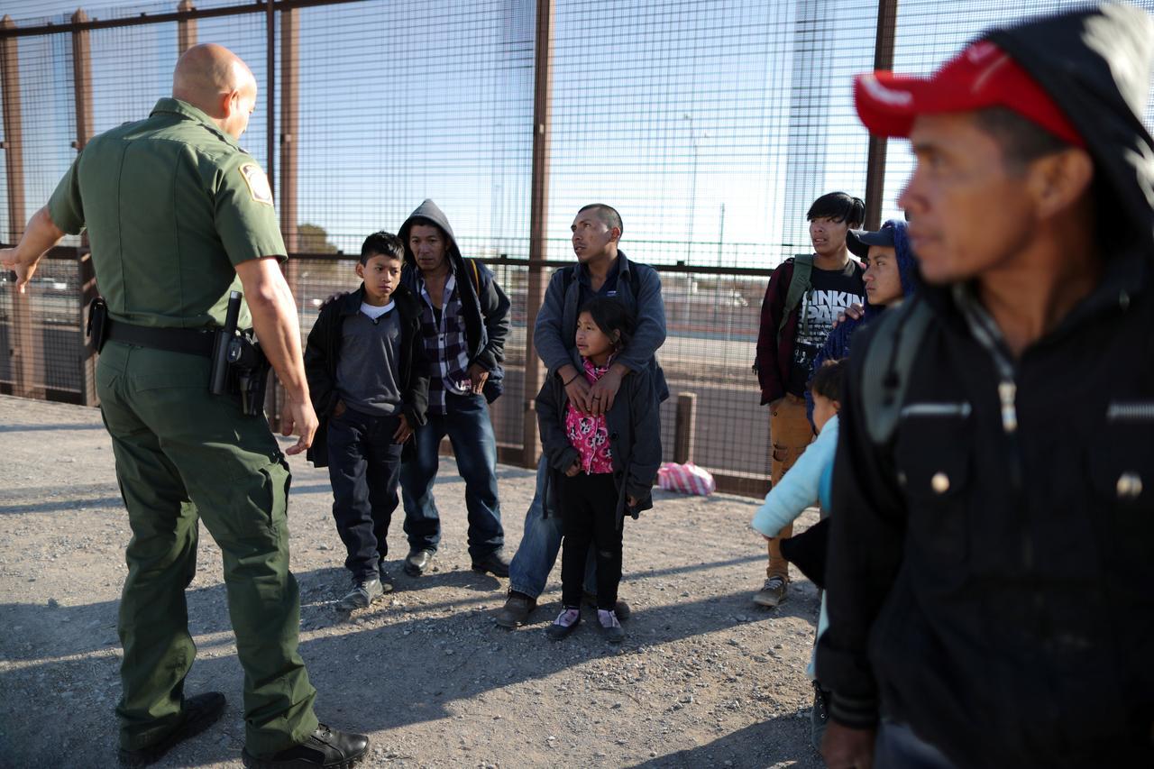 Giảm số người di dân bị bắt vì ICE chuyển nhân lực ra biên giới phía nam