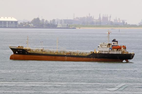 Tàu Việt Nam chở 2,000 tấn xăng dầu hướng đến Bắc Hàn