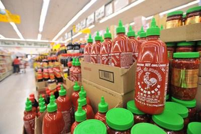 Chủ nhân tương ớt Sriracha, từ tay trắng thành triệu phú – Kỳ 1