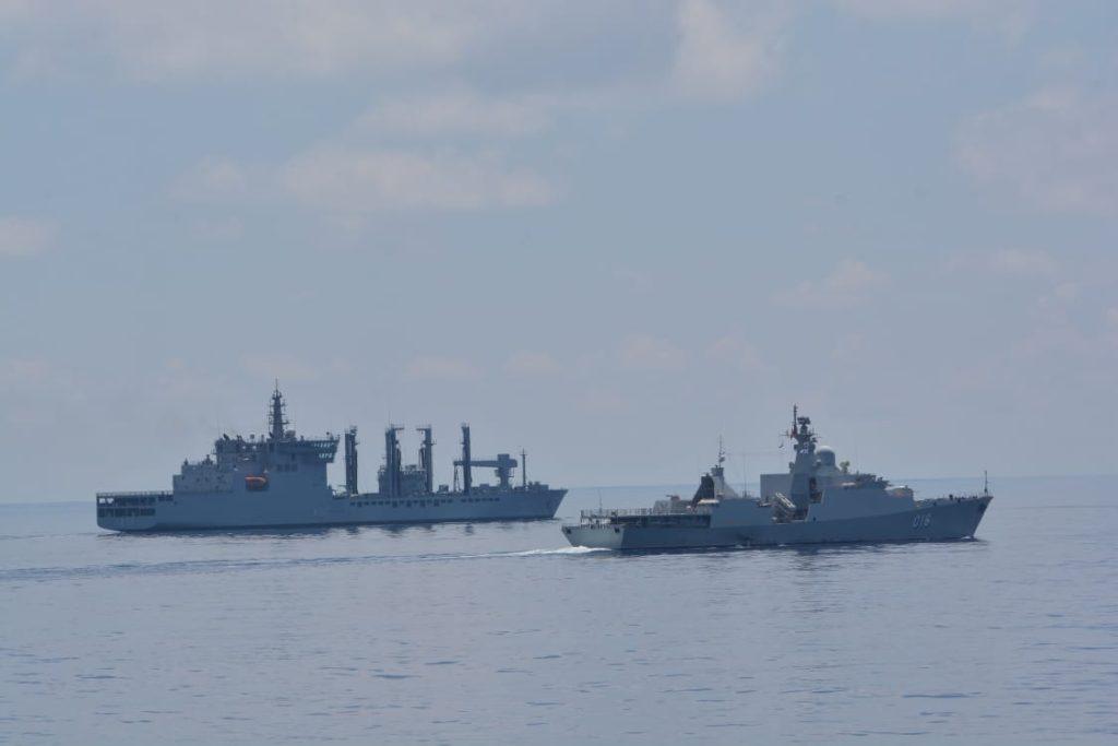Hải quân CSVN và Ấn Độ thao diễn hàng hải  tại vịnh Cam Ranh