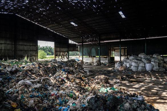 Cao điểm nhập rác thải của Việt Nam là 100,000 tấn/tháng