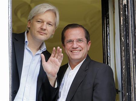 Ecuador ra lệnh giam giữ cựu Bộ trưởng Ngoại giao có liên quan đến Julian Assange