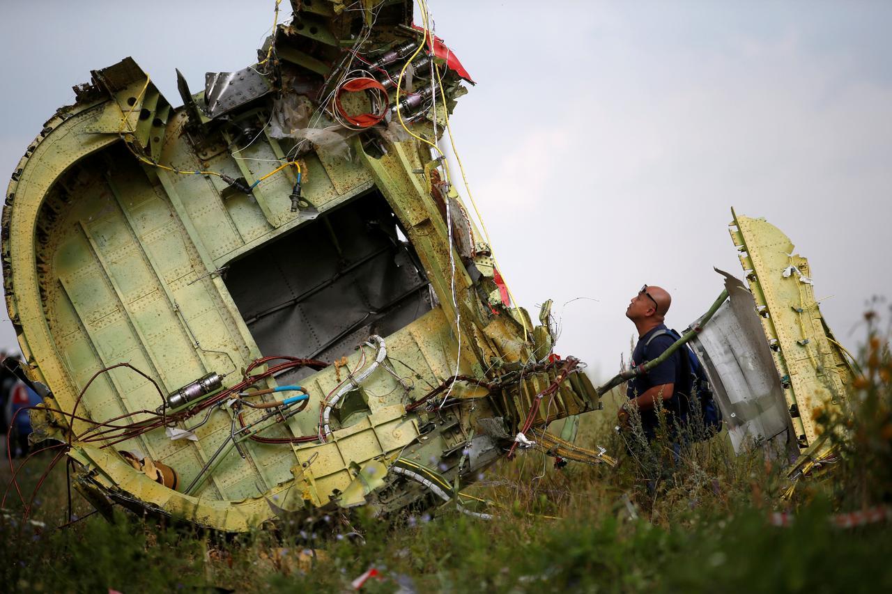 Gia đình công dân Hoa Kỳ thiệt mạng trong vụ bắn rơi máy bay MH17 khởi kiện ngân hàng Nga và các hãng chuyển tiền