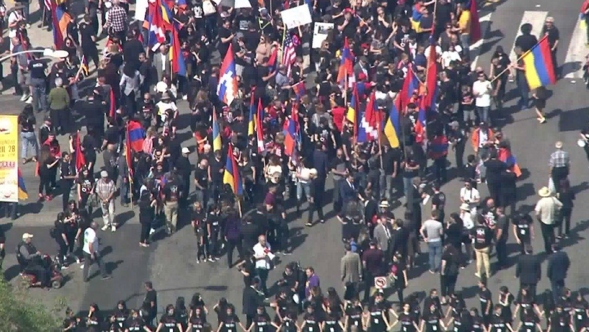 Hàng ngàn người tuần hành tại Hollywood để tưởng niệm vụ diệt chủng Armenia