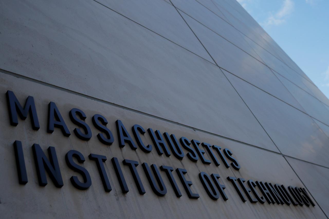 Đại học MIT chấm dứt liên hệ với công ty kỹ thuật Huawei và ZTE