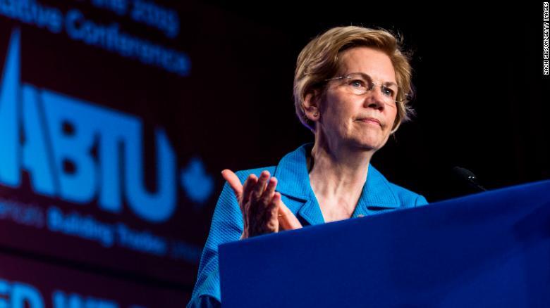 Thượng nghị sĩ Elizabeth Warren đề nghị kế hoạch miễn học phí và xóa nợ cho sinh viên