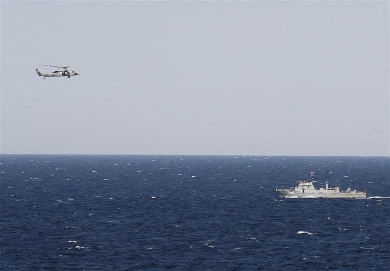 Iran đe dọa đóng cửa eo biển Hormuz khi Hoa Kỳ tuyên bố chấm dứt việc miễn trừ trừng phạt