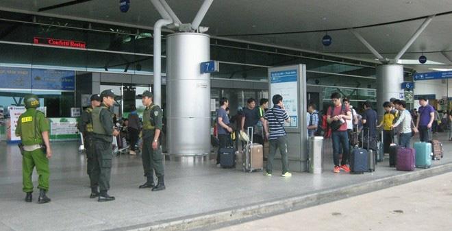 Chính quyền CSVN thắt chặt an ninh bằng dây thép gai và canh gác Sài Gòn