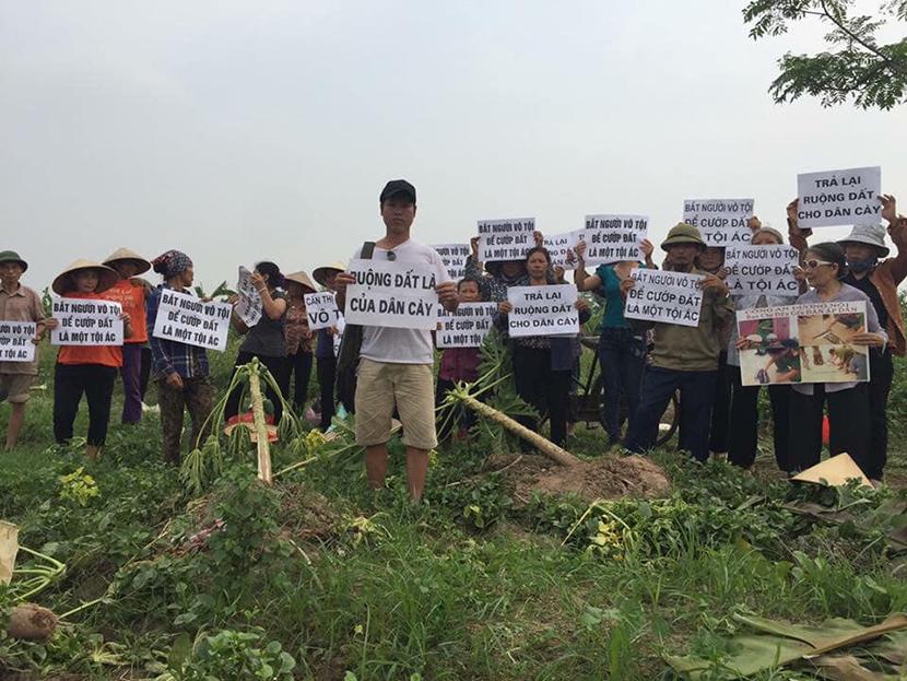 Thanh tra chính phủ đối thoại với dân Dương Nội về khiếu kiện đất đai