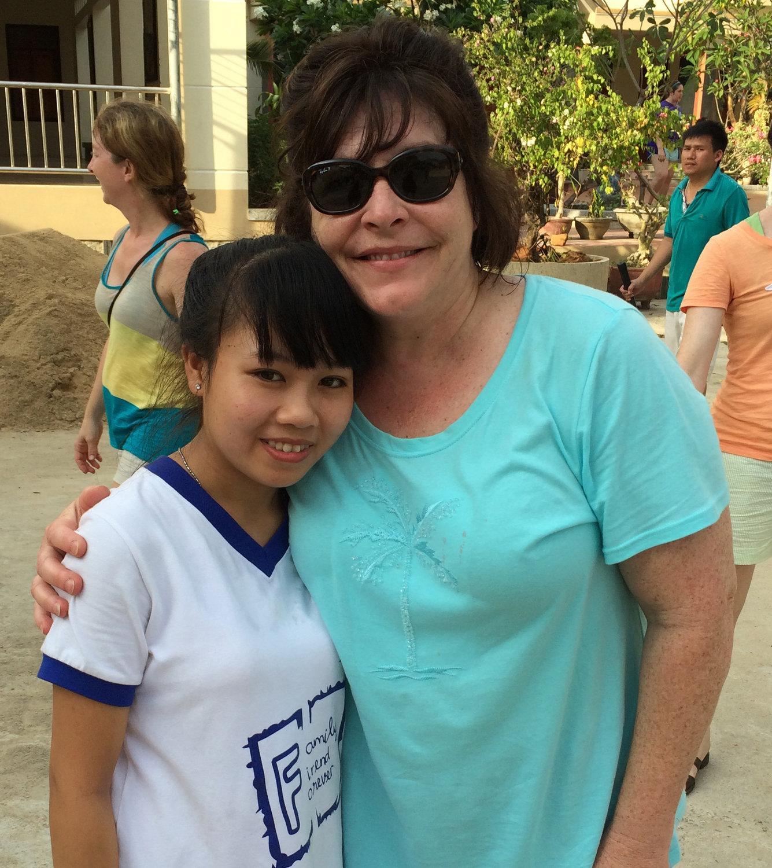 Phụ nữ Londonderry quyên tiền cho trẻ mồ côi khắp thế giới, nhận bé gái Việt Nam làm con nuôi