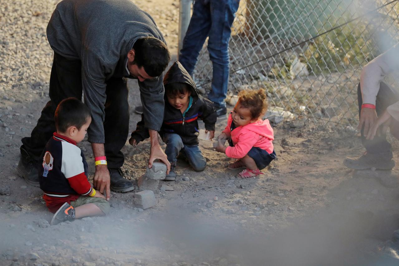 Ngũ Giác Đài nỗ lực tìm kiếm nơi ở cho 5,000 trẻ em di dân không có cha mẹ đi kèm