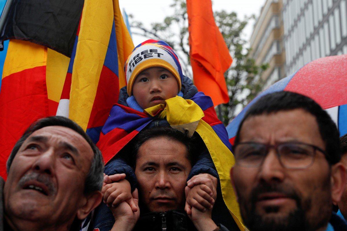 Người biểu tình yêu cầu EU phản đối Trung Cộng về vấn đề nhân quyền