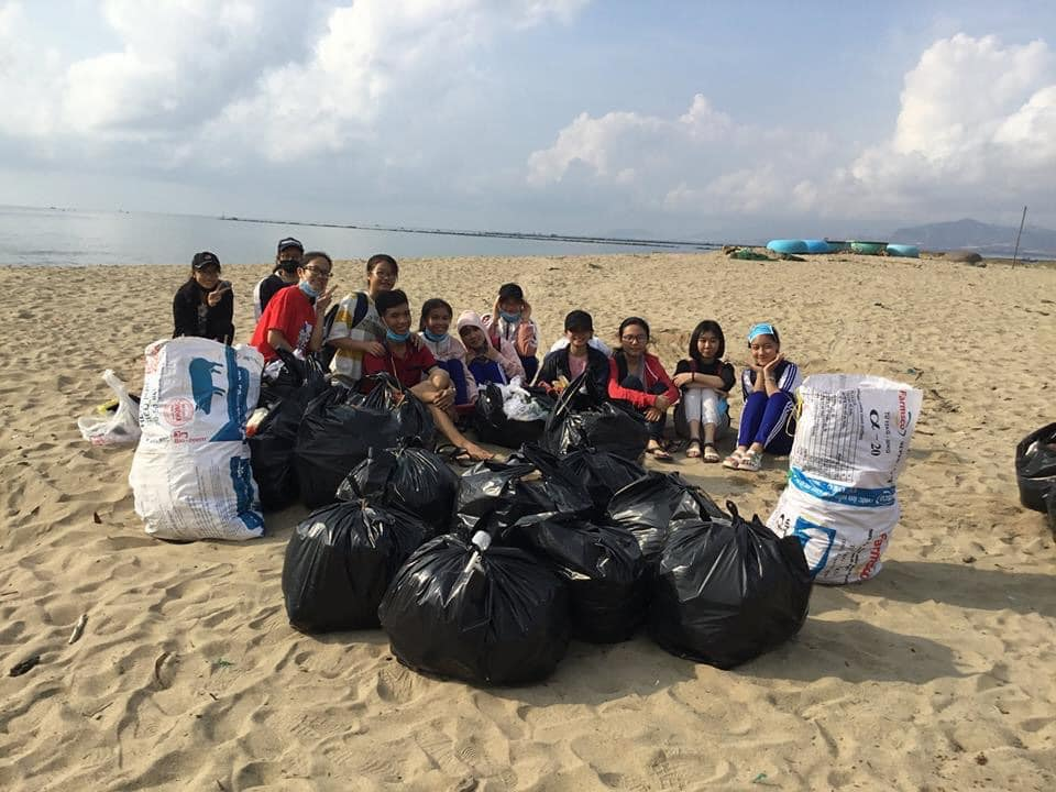 Nhặt rác bãi biển không xin phép, học sinh bị công an tỉnh Ninh Thuận dọa nạt