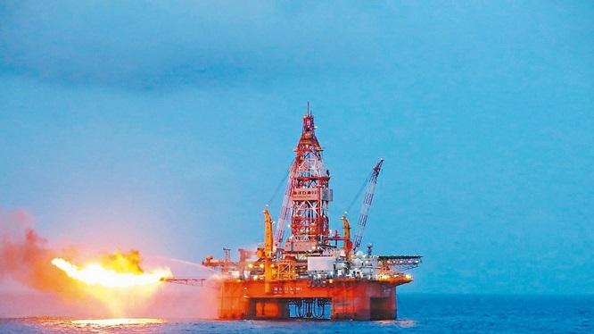 Trung Cộng khoan thành công giếng dầu trên biển Đông