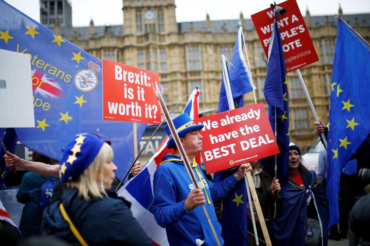 """Thủ tướng Anh Theresa May phải tìm kiếm một thỏa thuận Brexit """"mềm mỏng"""" hơn"""