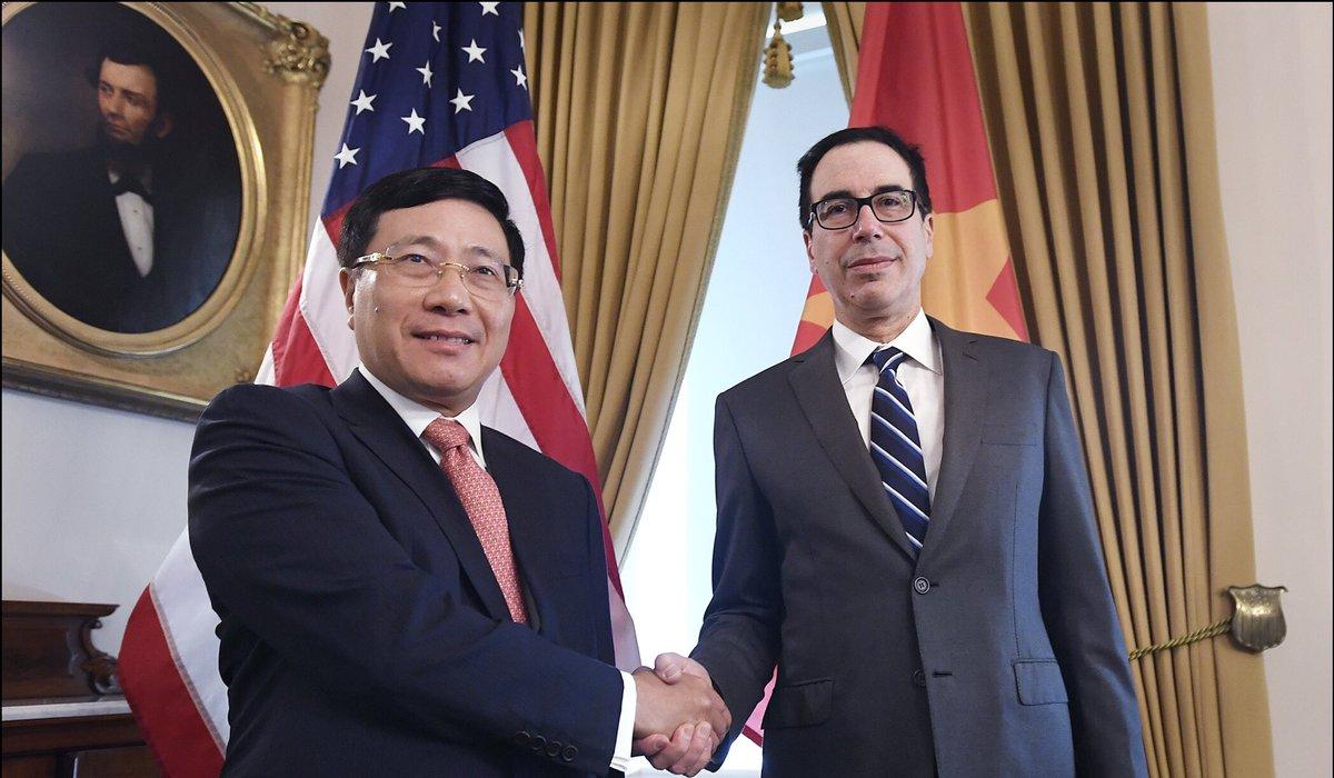 Mnuchin gặp Phạm Bình Minh sau khi khuyến cáo CSVN thao túng thị trường tiền tệ