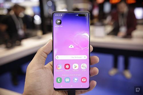 Nhà cầm quyền cộng sản tại Sài Gòn muốn đánh thuế tiêu thụ đặc biệt đối với điện thoại di động