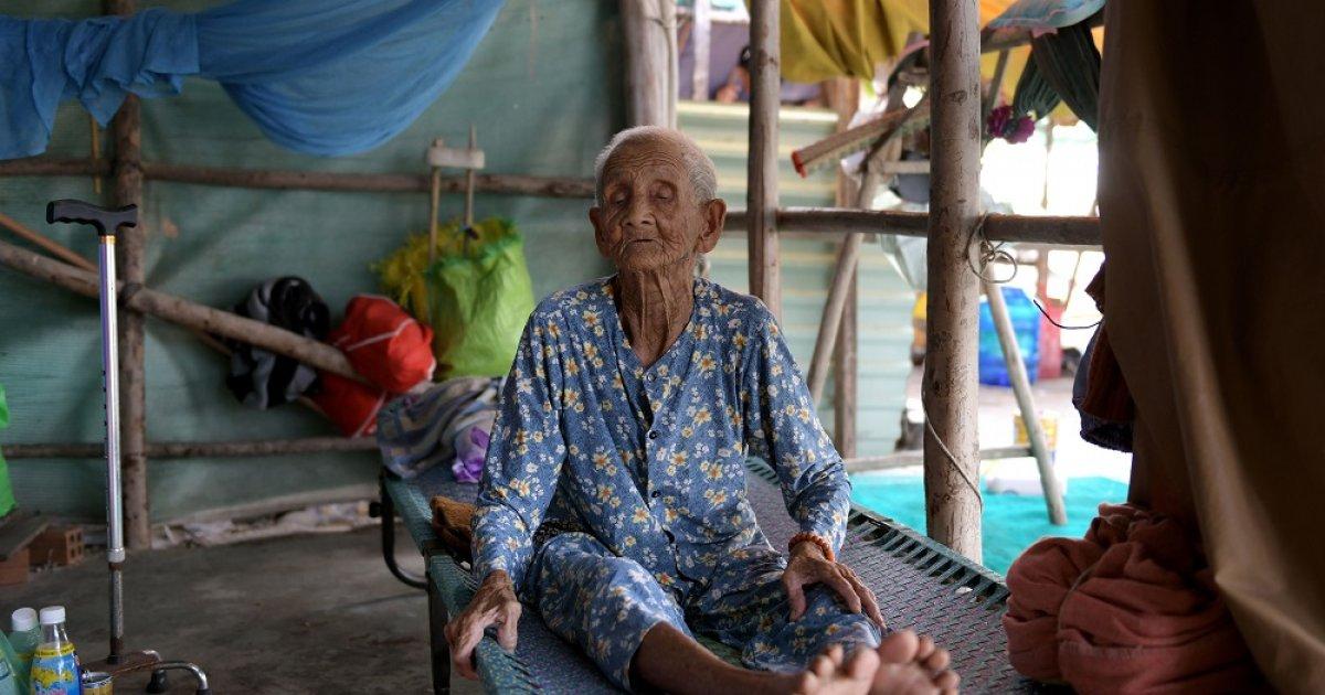 Bà cụ 99 tuổi một mình chống chọi nhà máy  điện than tại vịnh Vân Phong