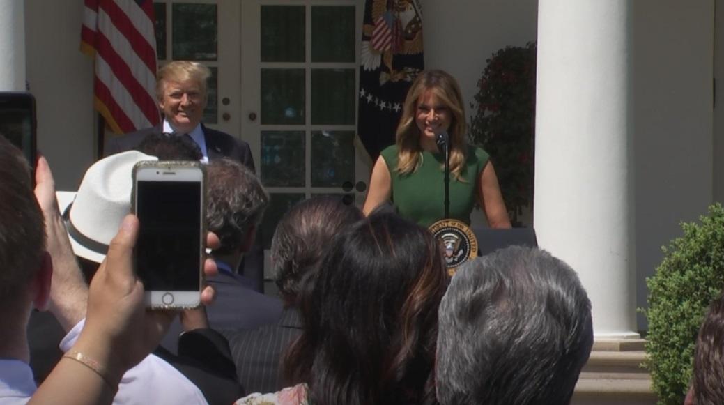 Tổng thống Trump bênh vực quyền của bác sĩ khi từ chối pha thai