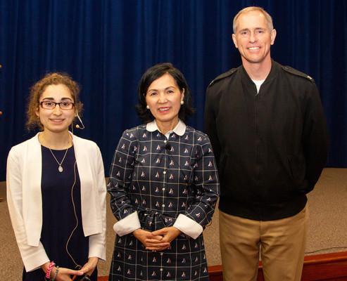 Bà Mary Trương – 1 người tị nạn Việt Nam kể lại câu chuyện được hải quân Hoa Kỳ cứu trên biển