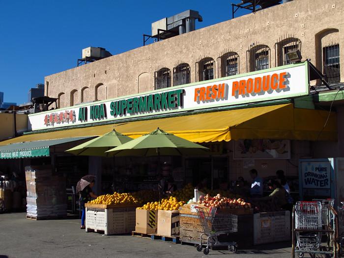Ngôi chợ Ái Hoa do người tị nạn Việt Nam thành lập tại Chinatown ở LA sẽ phải di dời