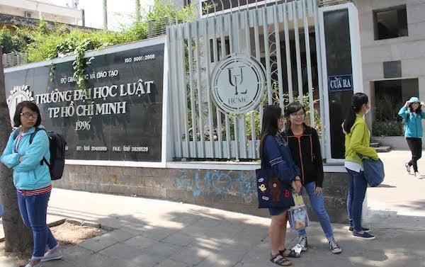 Bê bối lâu năm tại trường đại học luật tại Sài Gòn
