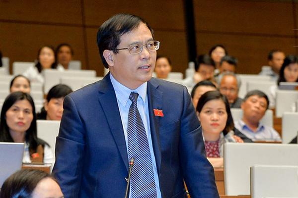 """Đại biểu quốc hội: người dân Việt Nam xuất cảnh phải đóng """"phí chia tay"""" 3-5 Mỹ Kim"""