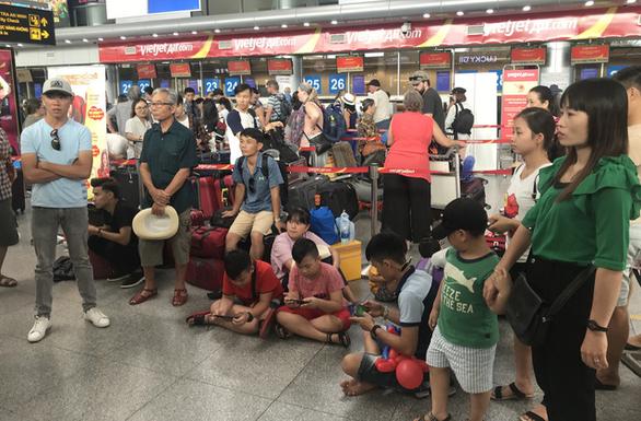 Hàng chục ngàn hành khách bất mãn vì chưa có phi cơ nhưng Vietjet vẫn bán vé