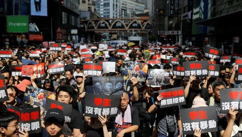 2 triệu người mặc áo đen biểu tình nhằm yêu cầu đặc khu trưởng Hồng Kông Từ chức