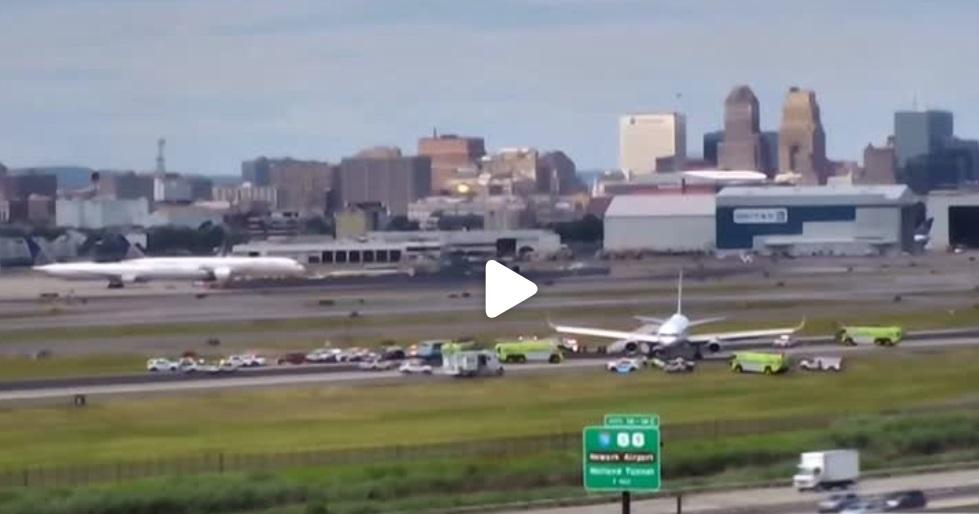 Máy bay United Airlines nổ lốp khi đang hạ cánh xuống phi trường New Jersey