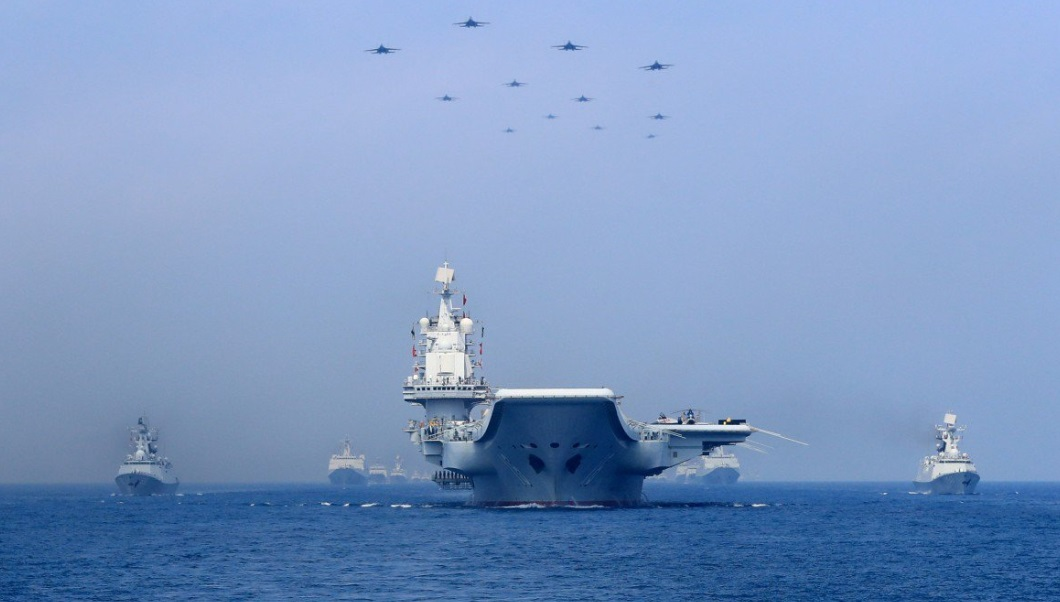 Hàng không mẫu hạm Liêu Ninh Trung Cộng đi qua eo biển Đài Loan