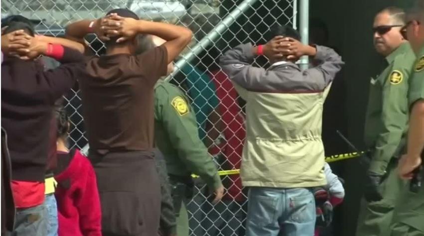 Tổng thống Trump hoãn trục xuất người di dân trong 2 tuần