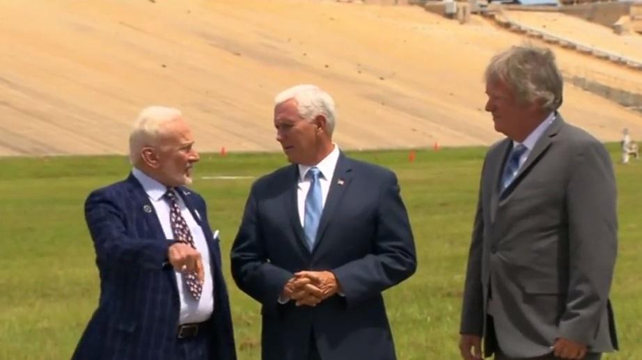 Phó tổng thống Mike Pence: chính quyền Trump ủng hộ dự án đưa người trở lại mặt trăng