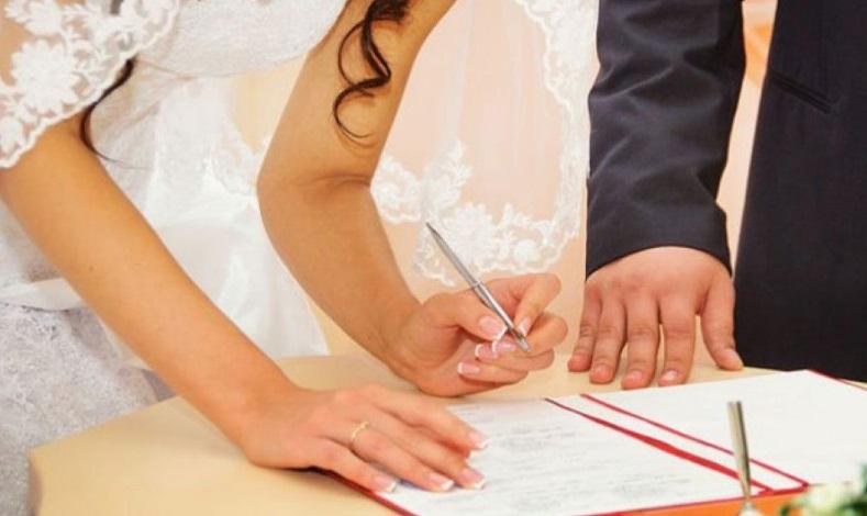 Hai người Việt nhận tội trong đường dây làm đám cưới giả ở Houston