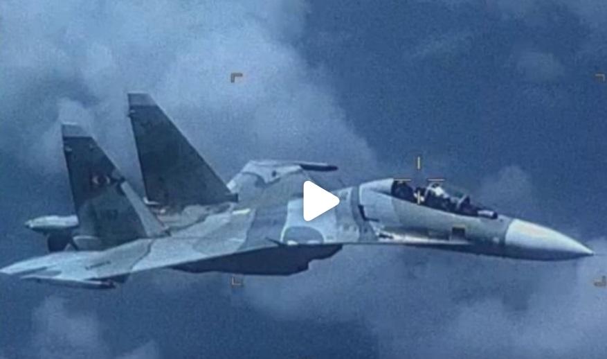 Máy bay Venezuela bám đuôi một chiếc máy bay quân sự Hoa Kỳ