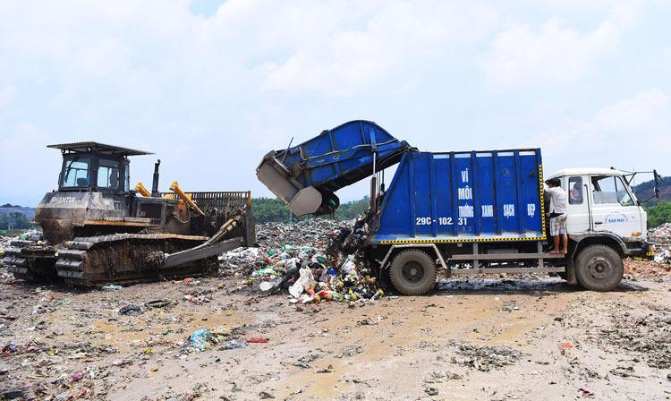 Việt Nam gặp khủng hoảng môi trường đô thị trầm trọng vì 70% rác thải được chôn lấp